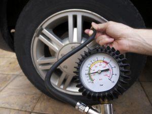 Reifendruck prüfen