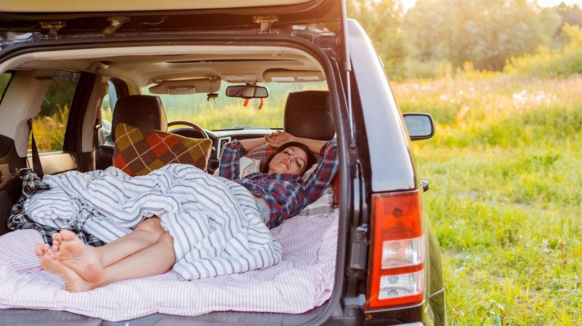 Im Auto schlafen