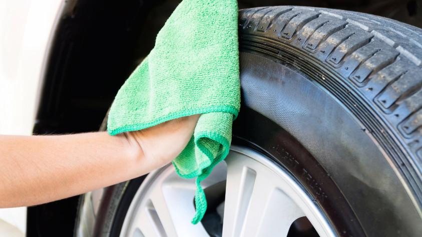 Reifenglanz - Reifen schwarz machen
